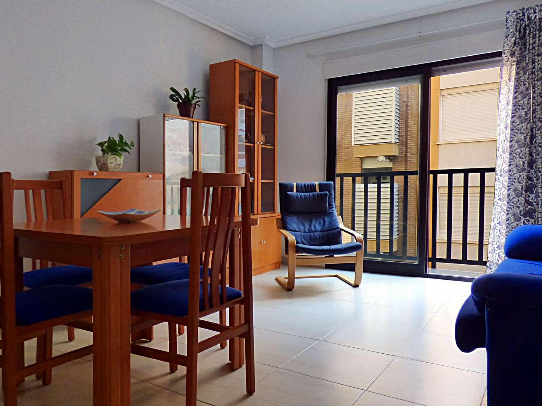 Luminosa Vivienda De 2 Dormitorios En C Poeta Campos Vasallo N  # Muebles Casa Lado Cee